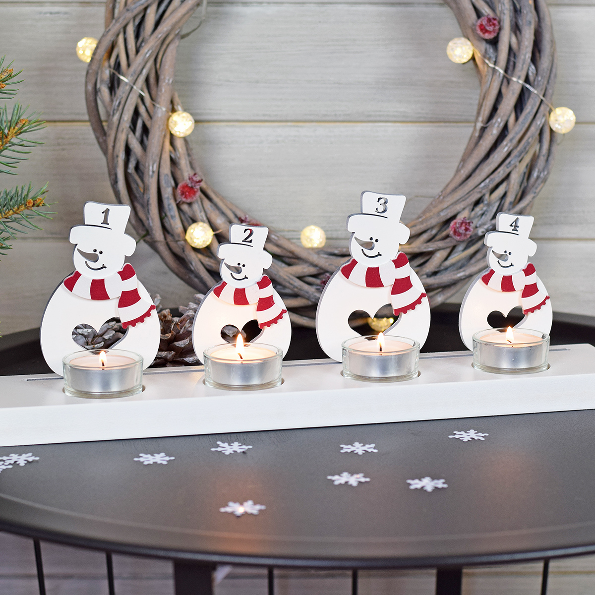 HOUSEDECOR Adventní svícen - sněhuláci - bílá