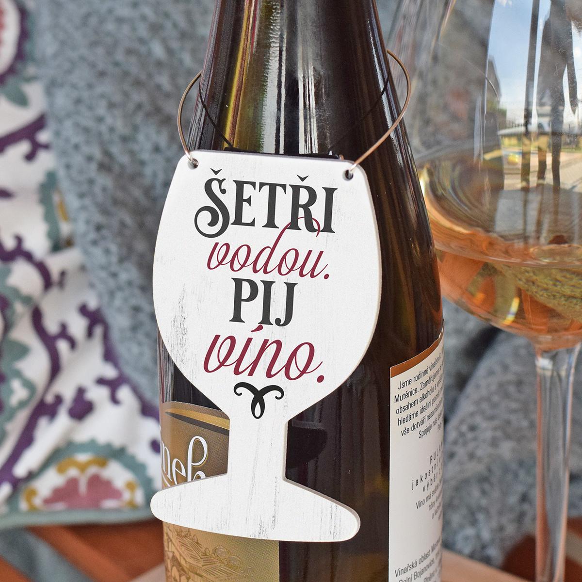 HOUSEDECOR Cedulka na víno - Šetři vodou. Pij víno.