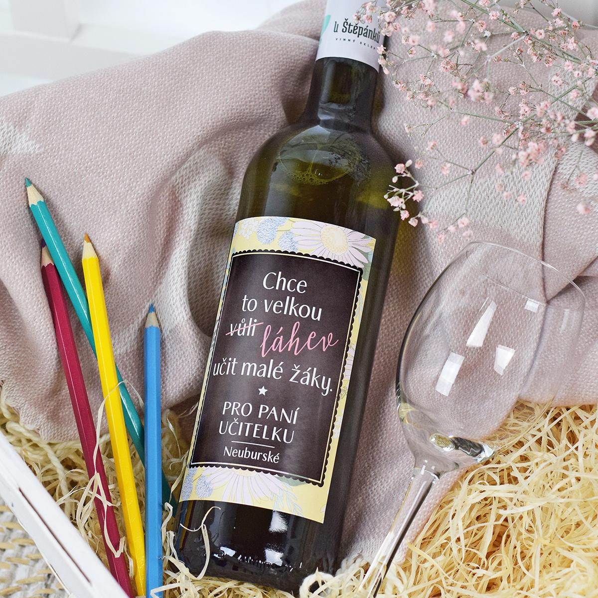 HOUSEDECOR Dárkové víno - bílé - Chce to velkou láhev (pro paní učitelku)