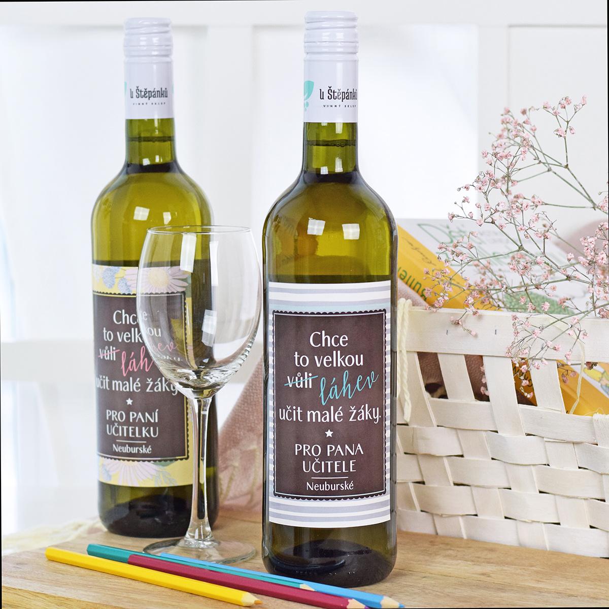 HOUSEDECOR Dárkové víno - bílé - Chce to velkou láhev (pro pana učitele)