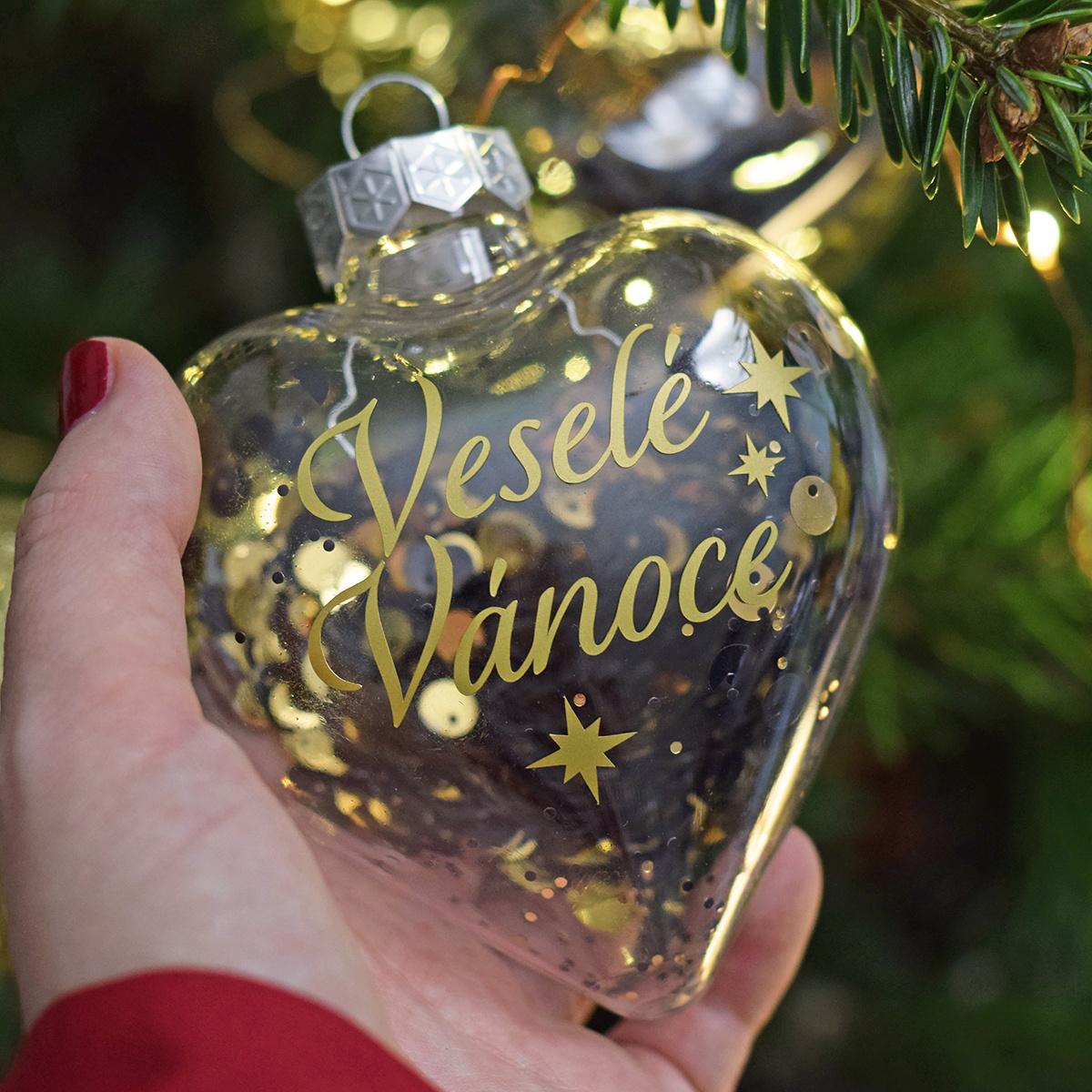 """HOUSEDECOR Zlatá baňka - srdce """"Veselé Vánoce."""""""