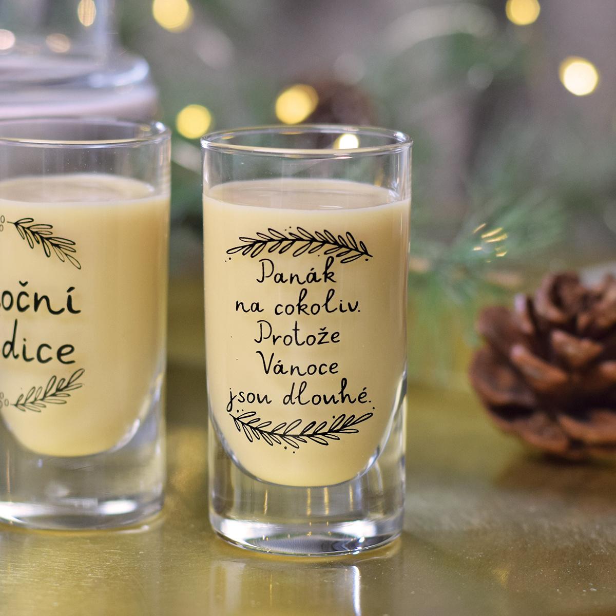"""HOUSEDECOR Panáková sklenice - """"Protože Vánoce jsou dlouhé."""""""
