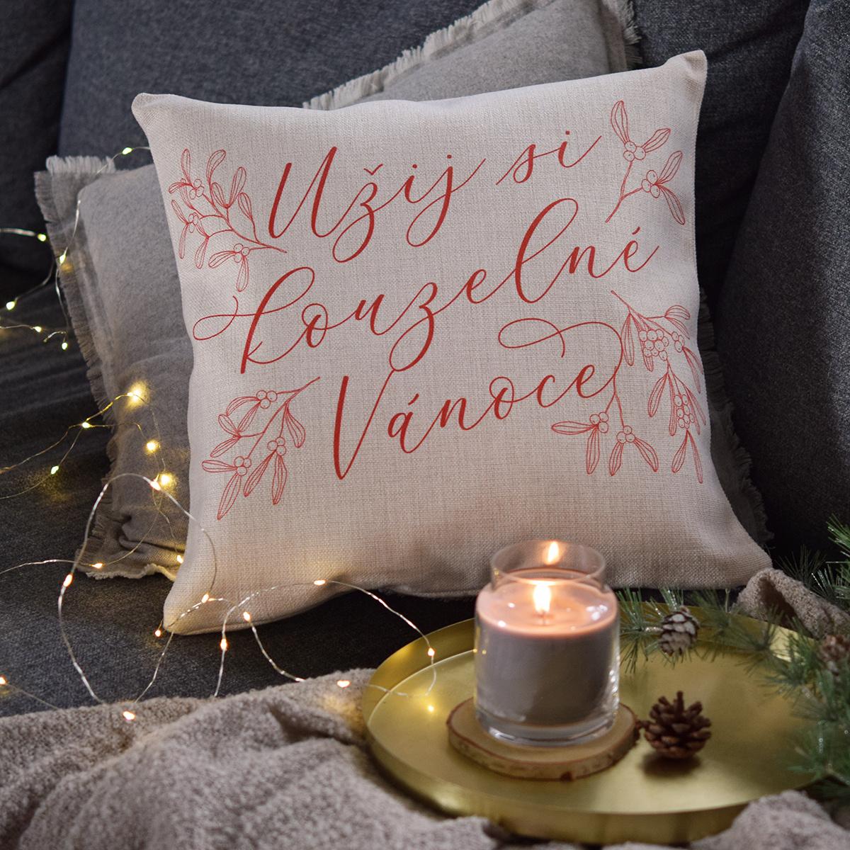 """HOUSEDECOR Vánoční polštář - """"Užij si kouzelné Vánoce"""""""