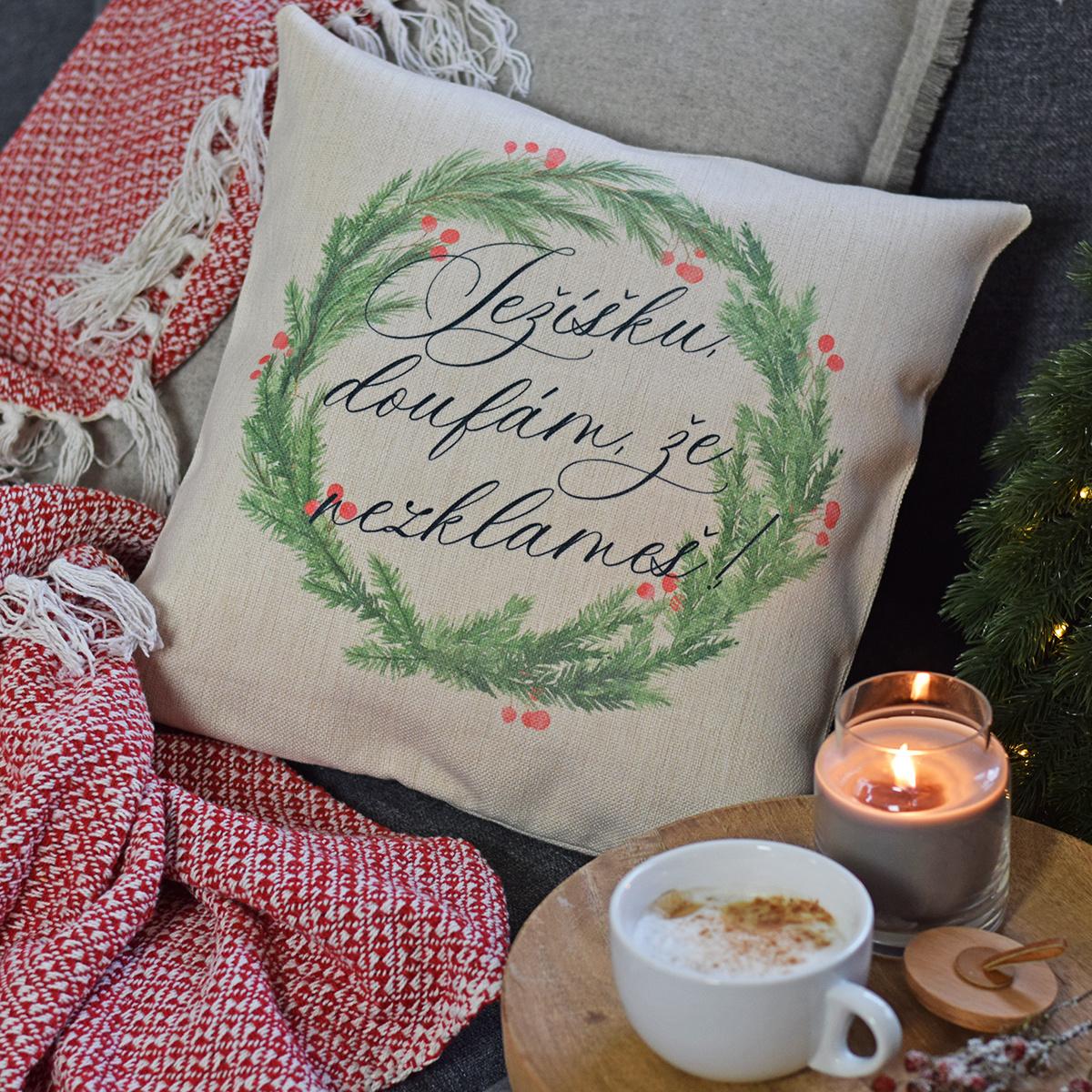 HOUSEDECOR Vánoční polštář - Ježíšku, doufám, že nezklameš!
