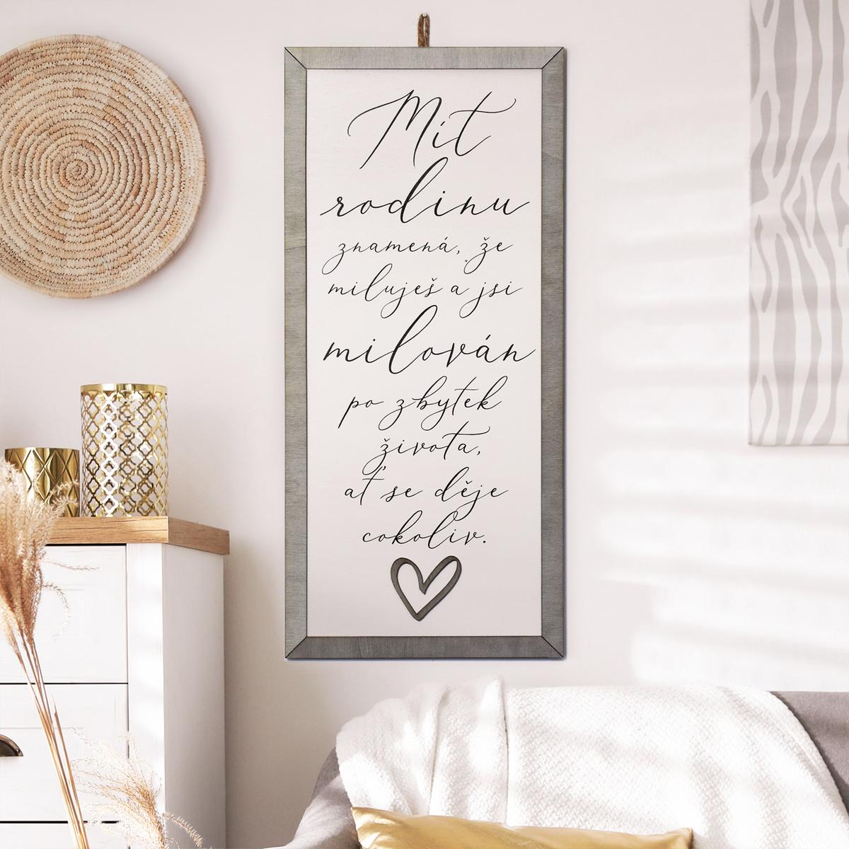 HOUSEDECOR Cedule se srdcem - Mít rodinu znamená...