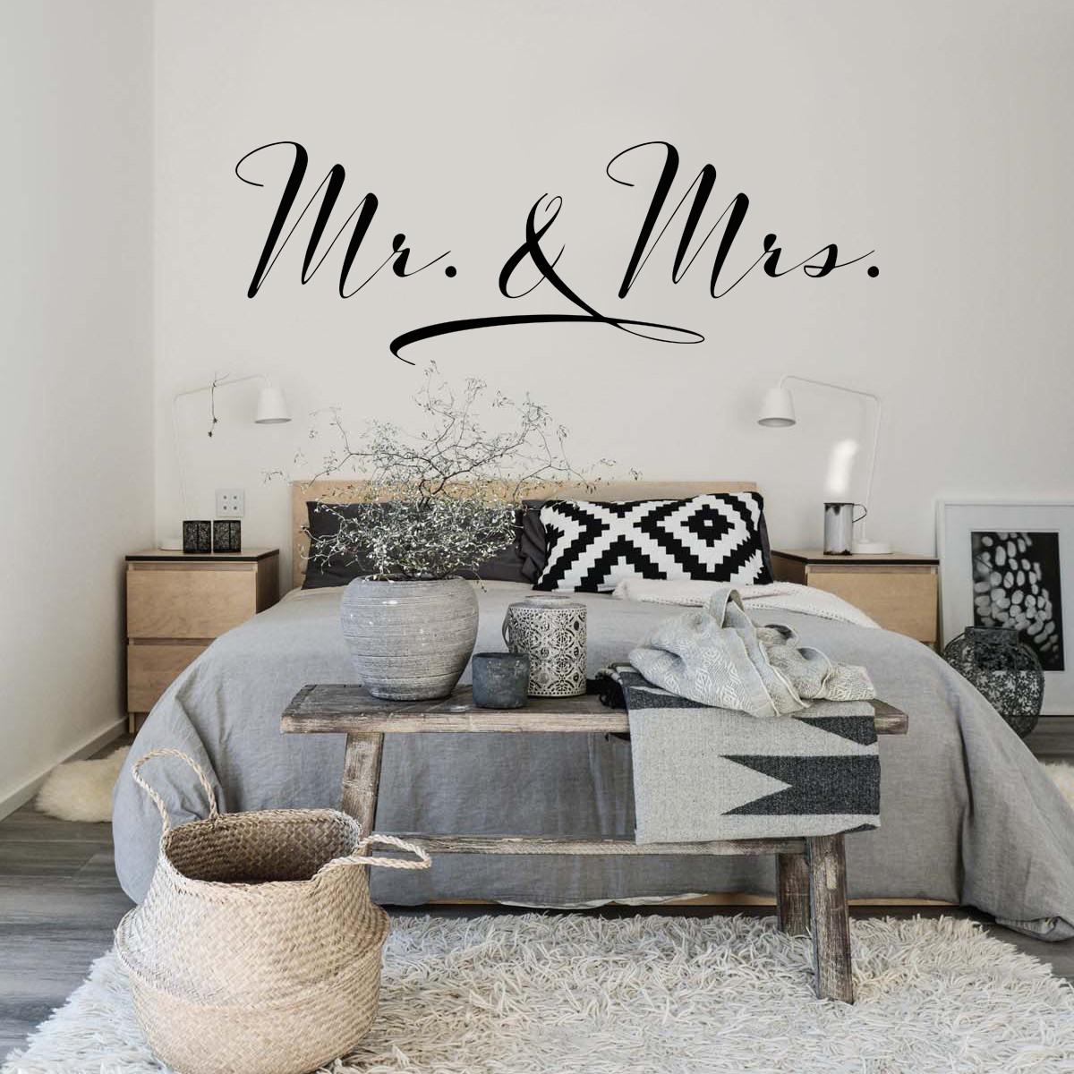 HOUSEDECOR Mr. -  Mrs.